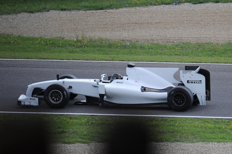 Pirelli zoekt nieuwe testauto