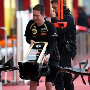 Formula One Testing, Mugello, Scarperia, Italy, Thursday 3 May 2012 - Lotus F1 Team mechanic