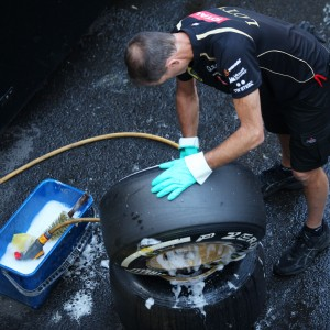 Formula One World Championship 2012, Round 12, Belgian Grand Prix, Spa Francorchamps, Belgium, Saturday 1 September 2012 - A Lotus F1 Team mechanic cleaning tyres