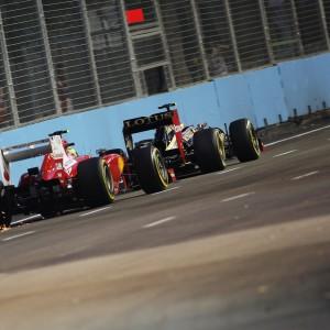 Formula One World Championship 2012, Round 14, Singapore Grand Prix, Singapore, Singapore, Friday 21 September 2012 - Felipe Massa (BRA) Ferrari F2012 follows Romain Grosjean (FRA) Lotus F1 E20.