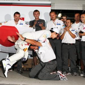 Formula One World Championship 2012, Round 15, Japanese Grand Prix, Suzuka, Japan, Sunday 7 October 2012 - Kamui Kobayashi (JPN) Sauber celebrates his third position with Beat Zehnder (SUI) Sauber F1 Team Manager and the team.