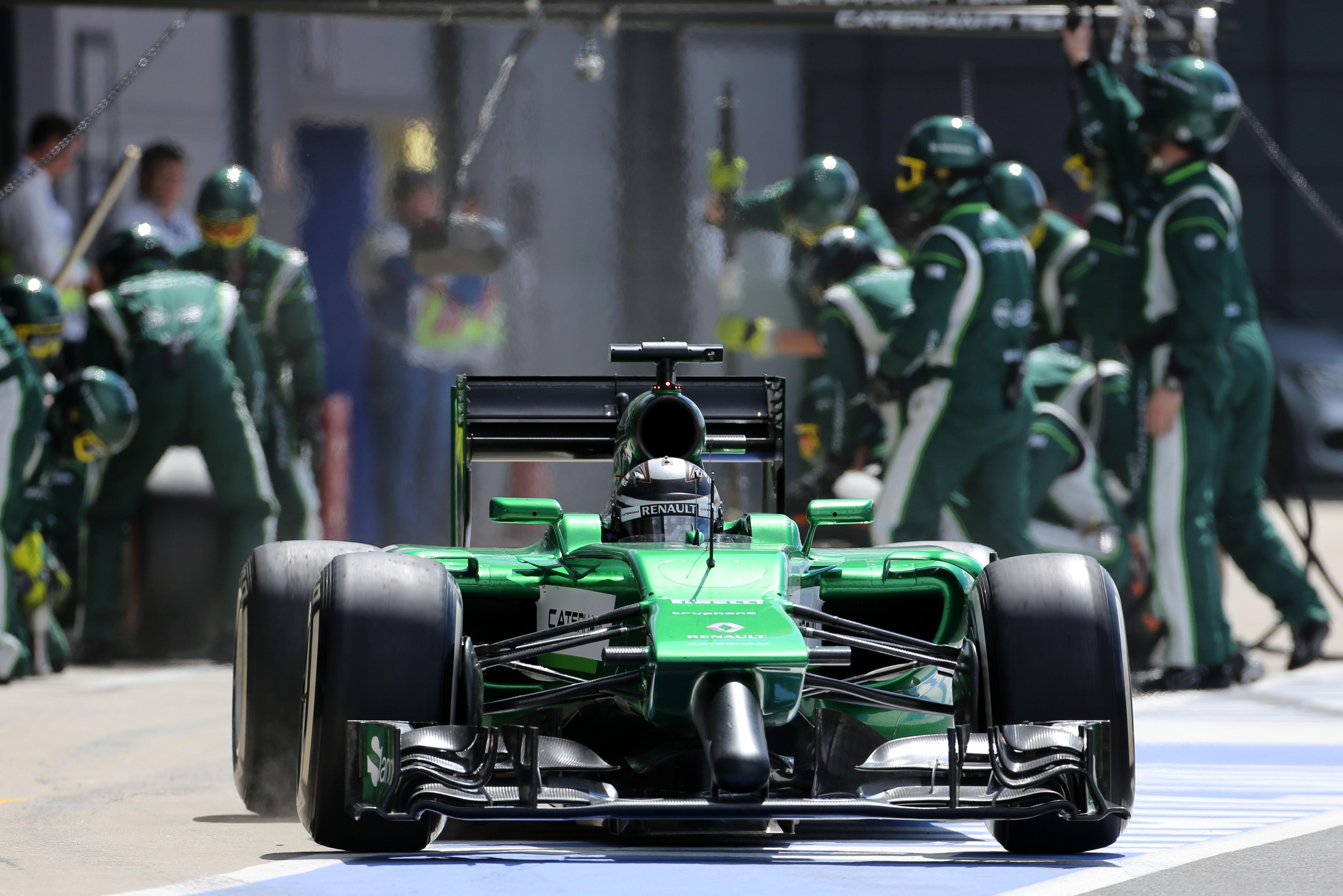 Kobayashi rijdt eenzame race in Engeland