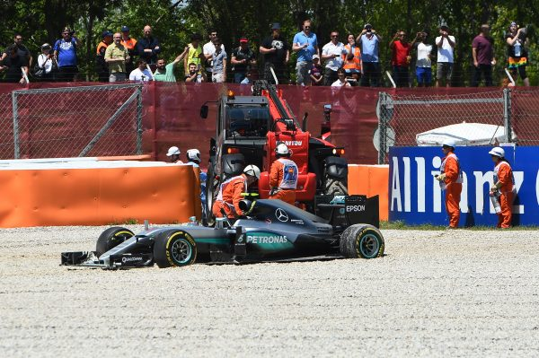 www.sutton-images.com The crashed car of Nico Rosberg (GER) Mercedes-Benz F1 W07 Hybrid is recovered at Formula One World Championship, Rd5, Spanish Grand Prix, Race, Barcelona, Spain, Sunday 15 May 2016. BEST IMAGE