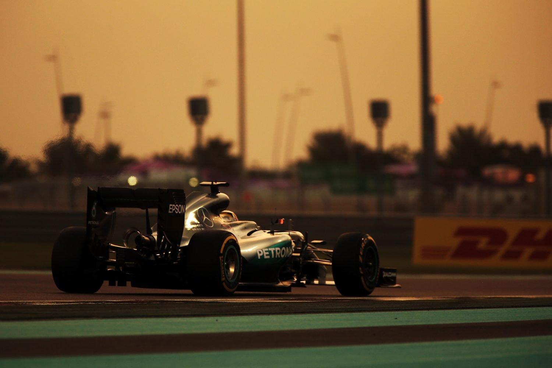Formula One World Championship 2016, Round 21, Abu Dhabi Grand Prix, Abu Dhabi, United Arab Emirates, Friday 25 November 2016 - Lewis Hamilton (GBR) Mercedes AMG F1 W07 Hybrid.