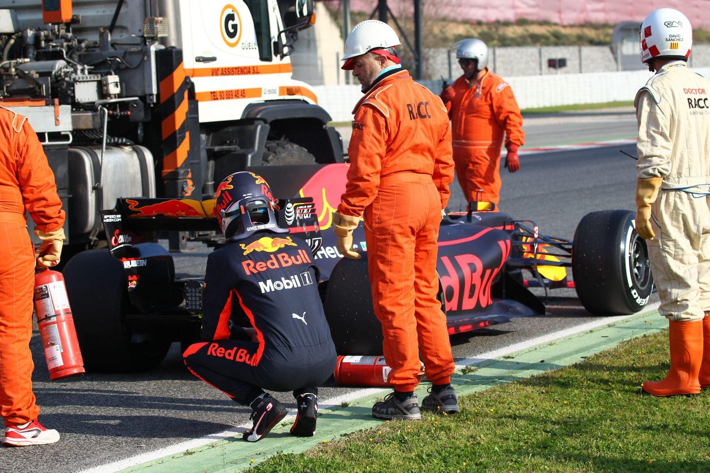 Formula One Testing, Barcelona, Circuit de Catalunya, Barcelona, Spain, Monday 27 February 2017 - Daniel Ricciardo (AUS) Red Bull Racing RB13 stops on the circuit.
