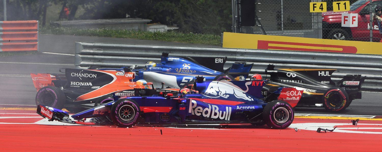 Red Bull verdedigt Kvyat: 'Startcrash een race-incident'