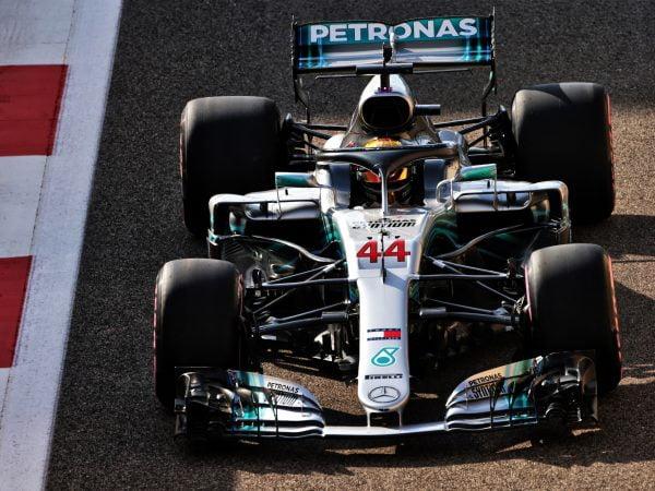 VT3: Hamilton sluit slottraining als snelste af, Verstappen vierde