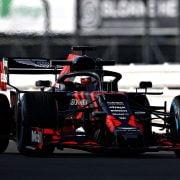 Verstappen de baan op met nieuwe Red Bull