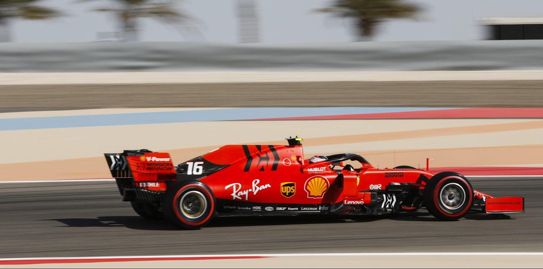 VT1: Ferrari snel in warme training, Verstappen begint weekend met vijfde tijd