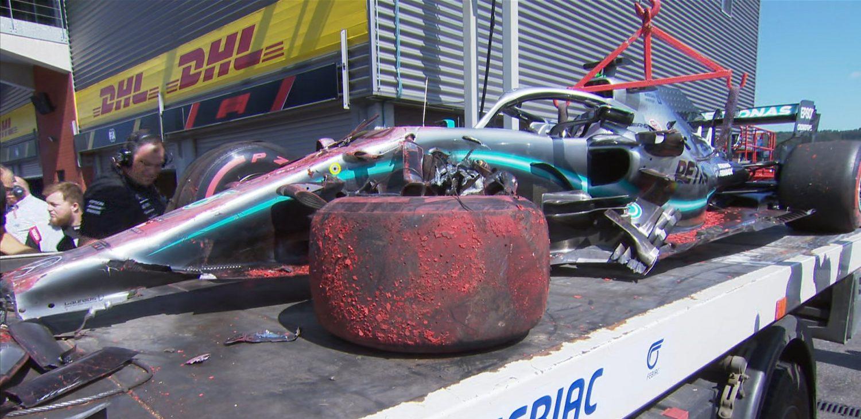 Kampioenschapsleider Hamilton in de problemen na crash in derde vrije training