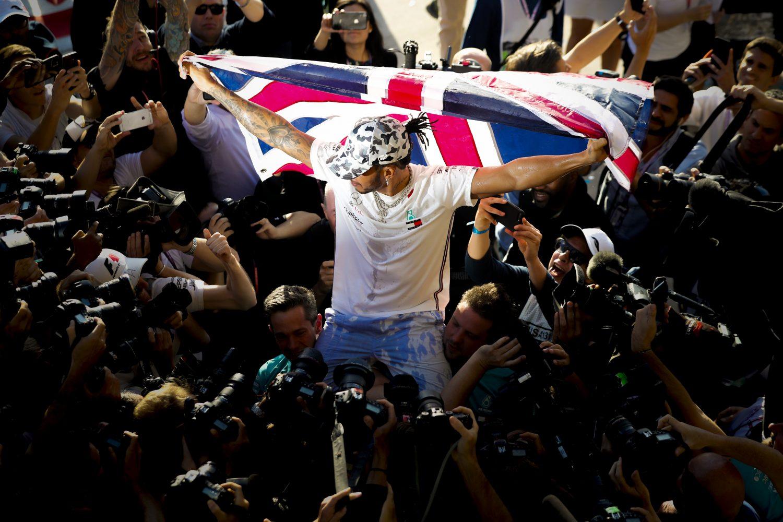 Rondje buitenlandse media: 'Hamilton domineert zoals Schumacher' en 'Ferrari beschamend'
