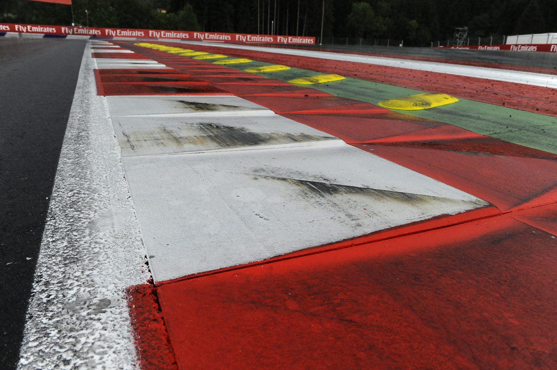 Teams werken hard aan reserveonderdelen voor dubbel op autoslopende Red Bull Ring