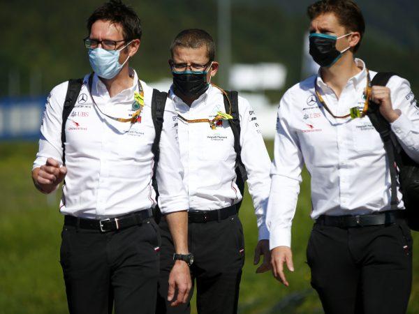 F1 waarschuwt teams voor hoge straffen niet naleven strenge coronaregels in Hongarije