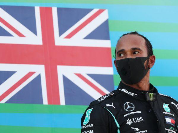 Hamilton zet Pirelli onder druk: 'Meer grip en meer veiligheid nodig'