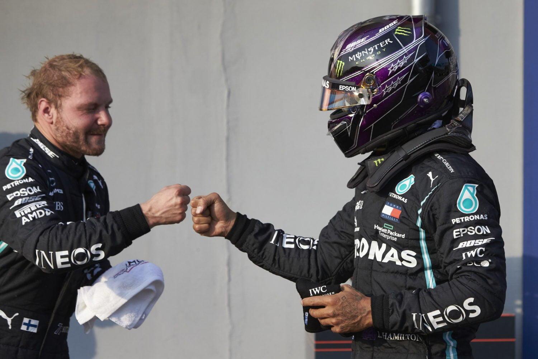 Hamilton looft Bottas: 'Het is niet eenvoudig om mijn teamgenoot te zijn, weet je dat?'