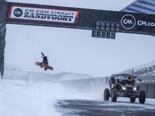 Video: Red Bull doet uniek rondje besneeuwd Zandvoort met Doornbos en snowboardster Peperkamp